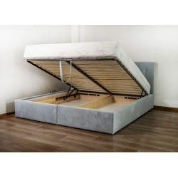 Łóżko z pojemnikiem na pościel.